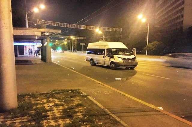 48-летняя женщина попала под колеса микроавтобуса в Уфе