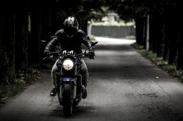 17-летний мотоциклист наехал на бордюрный камень и скончался в Башкирии