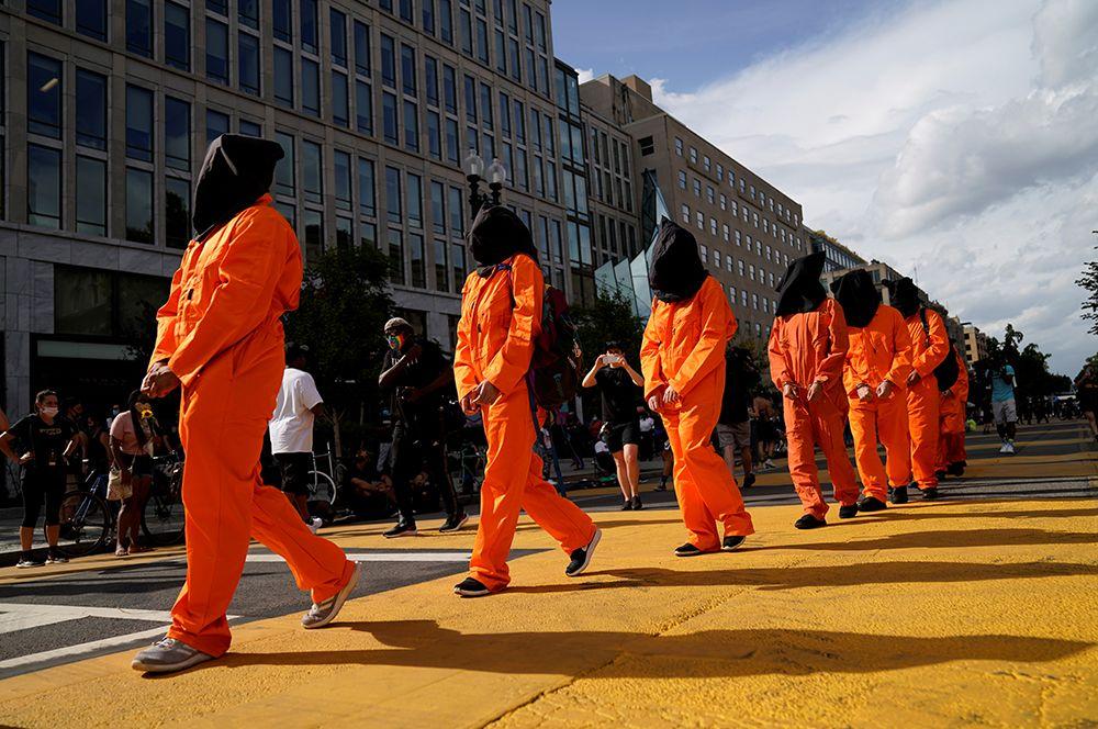 Участники марша против расовой дискриминации в Вашингтоне.