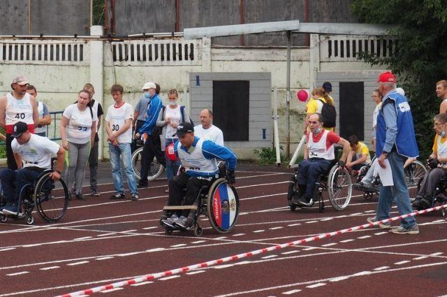 В легкоатлетических соревнованиях участвовали более 300 человек.
