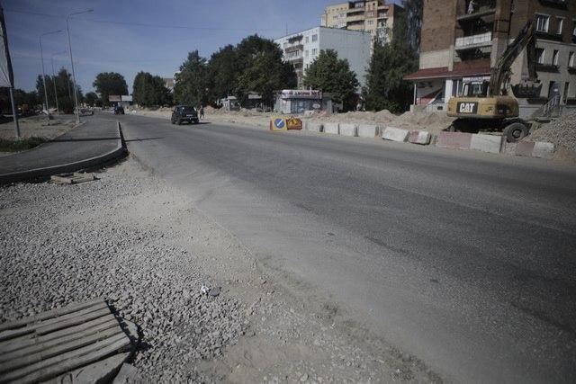 В Оренбурге из-за ремонта дорог изменены подъезды к школе №72 и лицею №1.