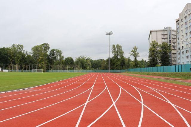 При ремонте стадиона «Локомотив» нарушили размеры ямы для бега с препятствиями