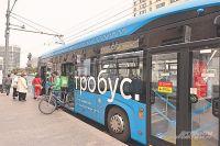 С велосипедом на электробус? Апочему бы и нет: салоны просторные, а полы низкие. Итакой «багаж» в столице разрешён к провозу.