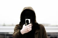Не совершайте никаких операций с картой или счётом, если вам диктуют действия по телефону или в чате.