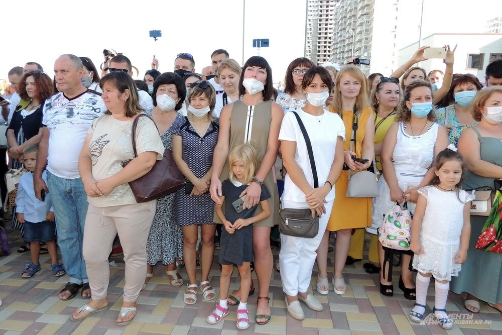 Не все родители первоклассников пришли в масках.