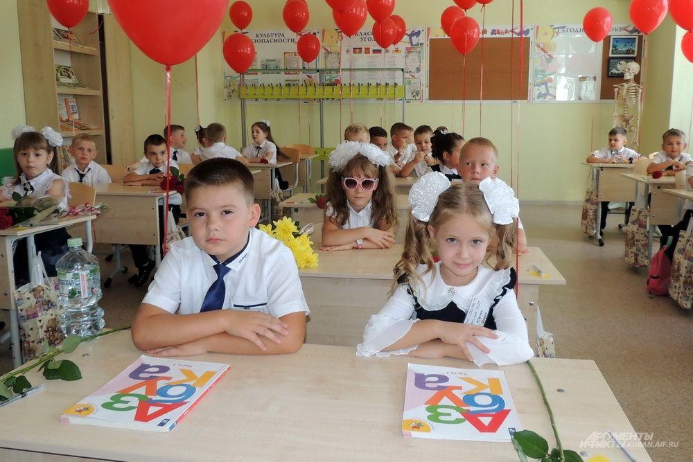 В честь праздника все классы украсили воздушными шарами.