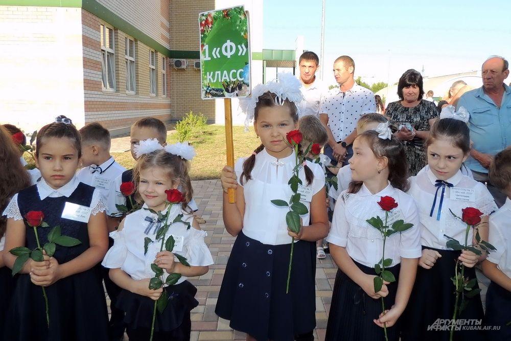 Ученицы первого «Ф» класса.