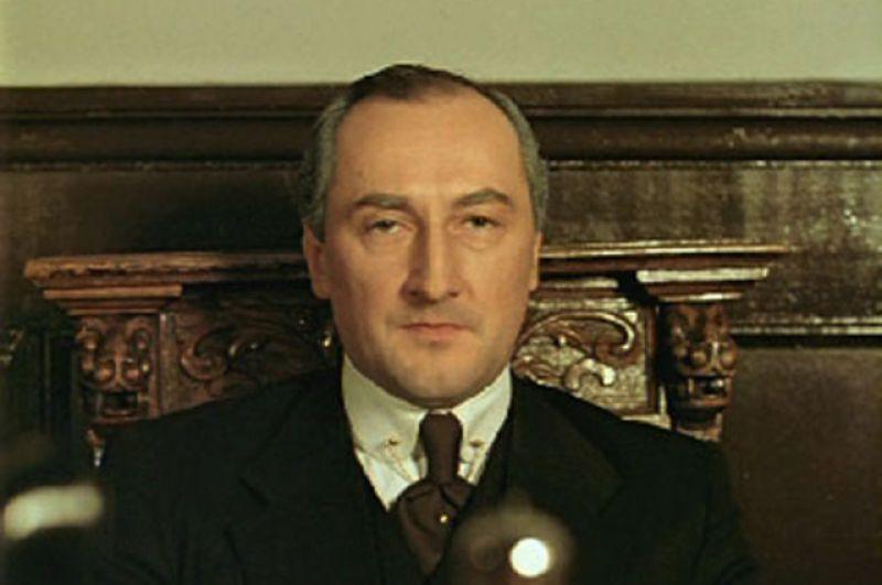 Майкрофт Холмс в многосерийном фильме «Приключения Шерлока Холмса и доктора Ватсона» (1980- 1986)
