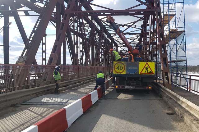 До ноября мост будет полностью закрыт асфальтом с левой стороны. С апреля 2021 г. начнётся ремонт оставшейся проезжей части.