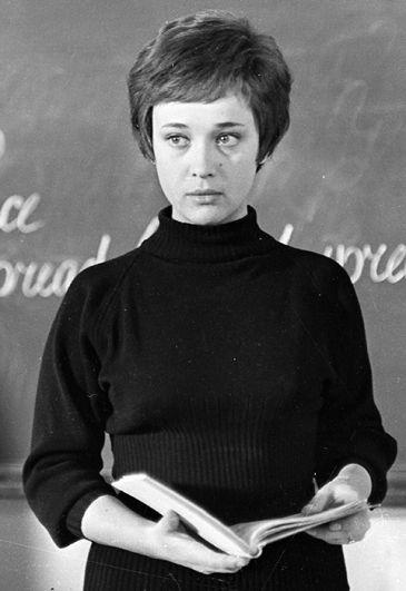 Актриса Ирина Печерникова в роли Натальи Сергеевны в фильме «Доживем до понедельника», 1969 год.