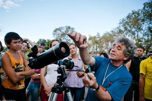 Стоит только посмотреть в телескоп, и тут же понимаешь, насколько ты ничтожен по сравнению с тем, что находится там, в космосе.