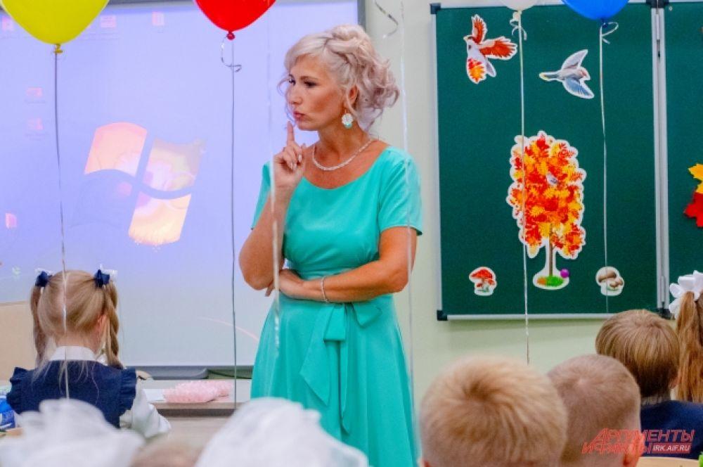 На классных часах учителя познакомились с новыми подопечными и рассказали им о грядущей школьной жизни.