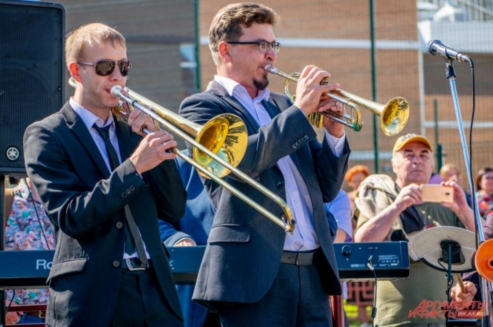 В школе №19 часть концерта прошла под «живой звук».