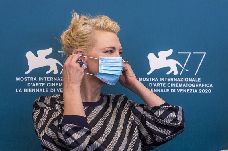 Кейт Бланшетт на фотоколле жюри.