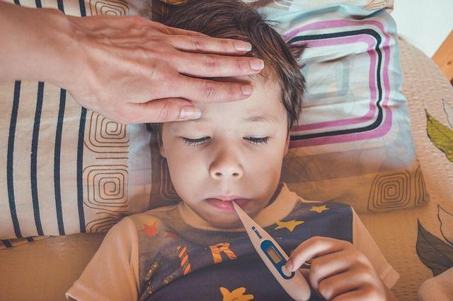 Главврач Больницы скорой медицинской помощи Новотроицка заявил о росте числа ОРЗ,  которые сегодня прираниваются к недиагностированному коронавирусу.