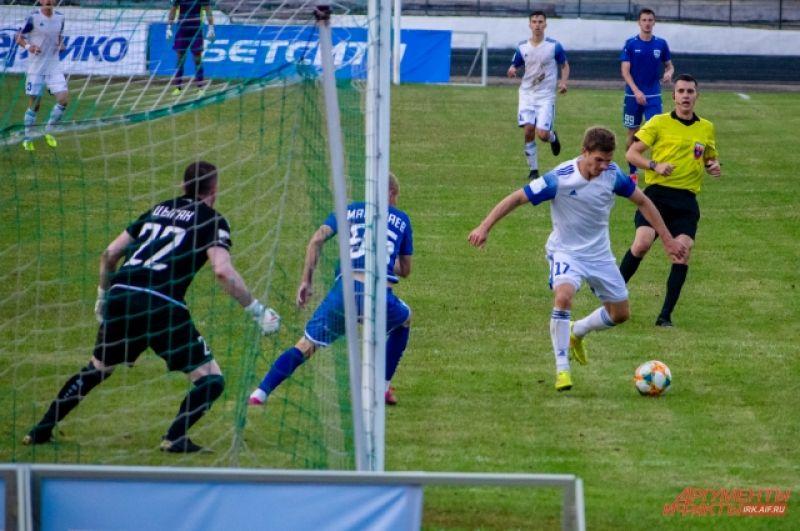 Однако уже на 63 минуте иркутянин Иван Яковлев сравнял счёт.