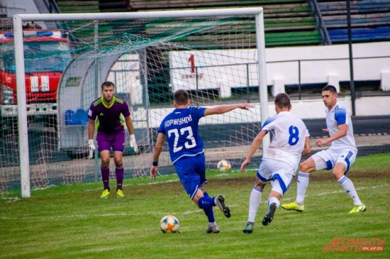 На 56 минуте матча счёт открыл Сергей Нарылков из ФК «Новосибирск».
