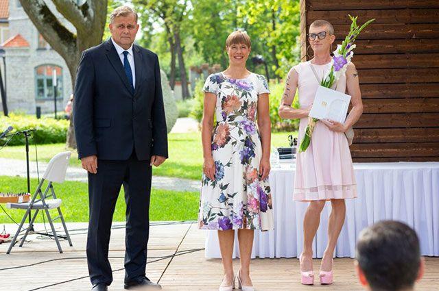 Кто рядом с президентом Эстонии на фото, облетевшем интернет?