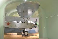 На выставке представлен самолет ПО-2. На таком летчики сражались во время Великой Отечественной войны.