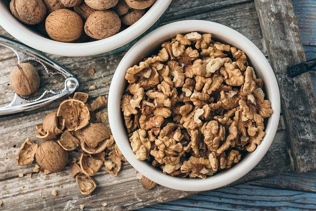Грецкие орехи: польза и вред для организма человека