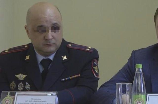 Начальника отдела полиции подозревают в превышении должностных полномочий.