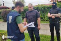 Обещал устроить на работу: во Львове чиновника ГСЧС поймали на взятке