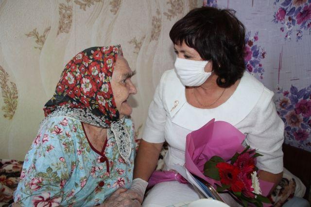 В Новотроицке долгожительница Надежда Свечникова отметила 104 день рождения.
