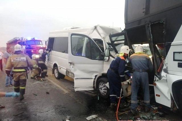 Пассажиры не могли выбраться из транспорта самостоятельно.
