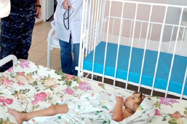 Девочка сильно исцарапана, но серьёзных травм нет