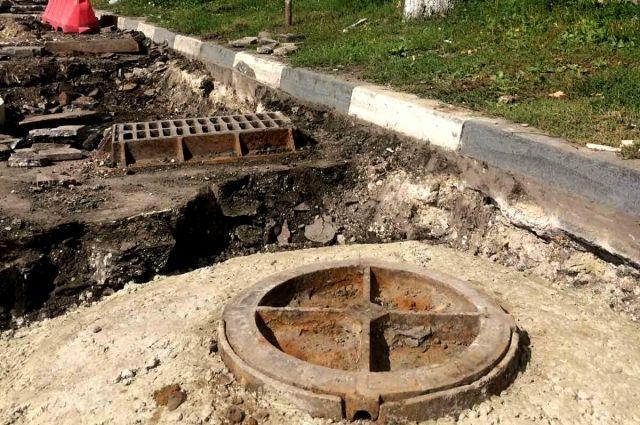 """Эта крышка люка под названием """"Менажница"""" появилась в Симбирске во времена гужевого транспорта."""