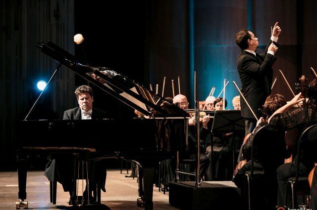 Первые концерты – выступление пианиста-виртуоза Дениса Мацуева.