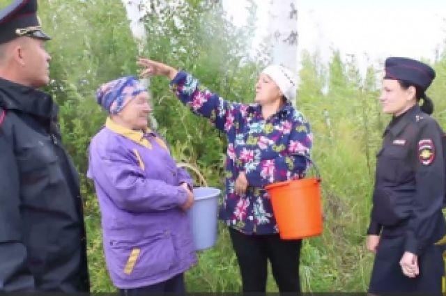 В тюменском лесу нашли двух заблудившихся женщин, которые ушли за ягодами