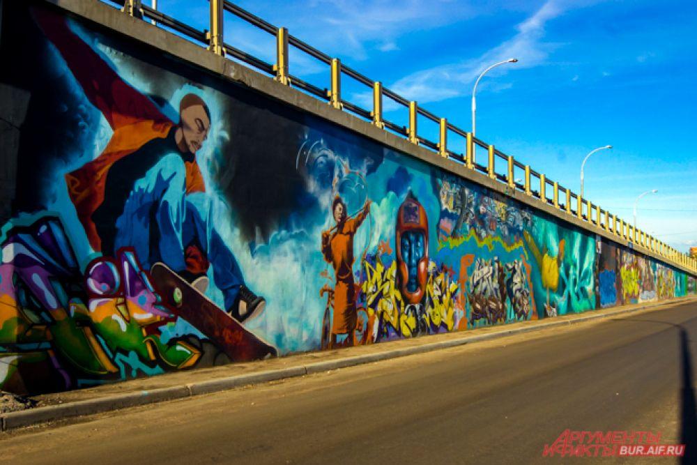 Стены украшены тематическими рисунками, часть из которых - на национальную тему.