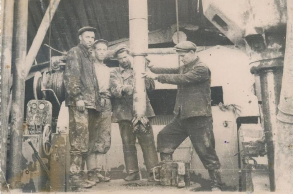 Бурение скважины № 61, которая дала первый фонтан нефти в Нефтеюганском районе. 1926 год