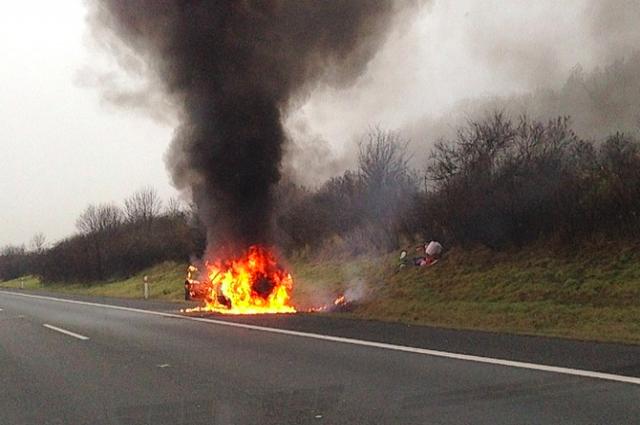В Оренбургском районе загорелся автомобиль.