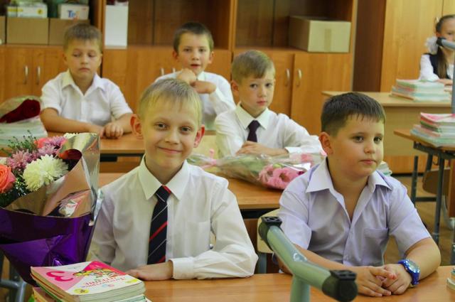 Учеников просят рассказать, почему школа - это радость.