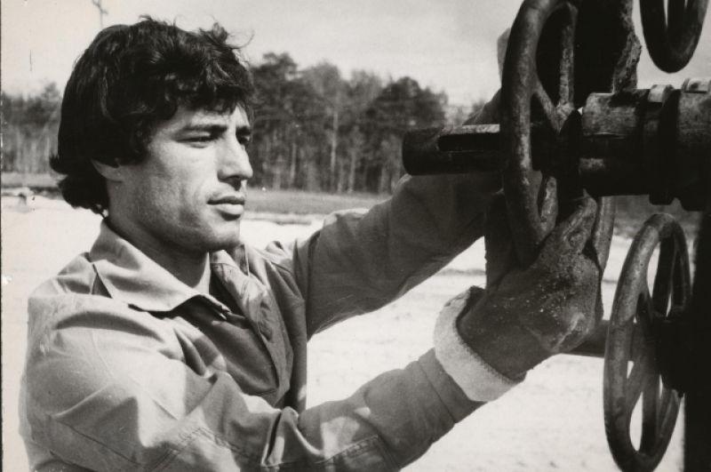 Б. Аминов – оператор по добыче нефти и газа НГДУ «Правдинскнефть». 1984 год.