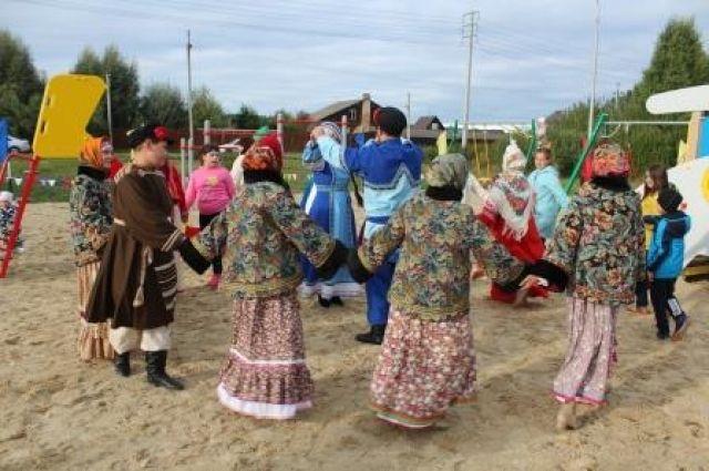 В селе Успенка и деревне Посохова открыли детские игровые площадки