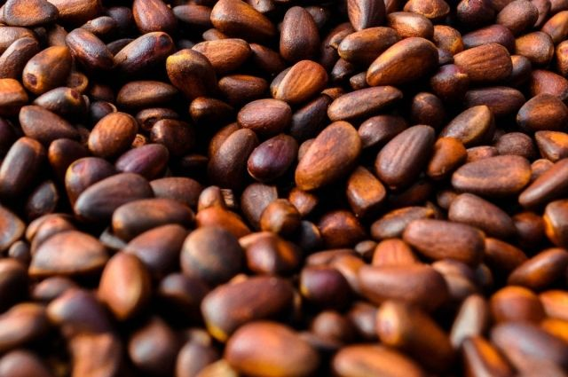Кедровый орех используют как ингредиент в кухнях разных народов мира, в традиционной и официальной медицине.