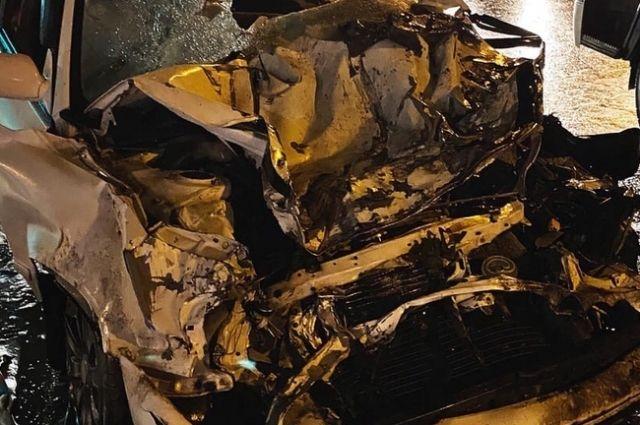 «Тойота» загорелась после страшного с фурой ДТП в Новосибирске