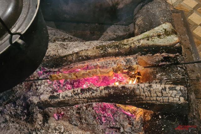 Шашлык из свинины в Абхазии.