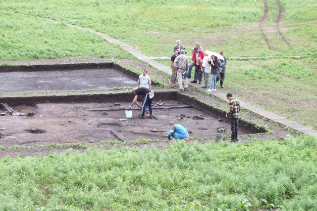 Площадь раскопа – порядка 1000 квадратных метров.