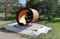 Скамейка создана в виде колеса.