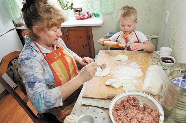 Разные вариации слова «пельмень» есть в русских говорах верхнекамья, коми, удмуртов.