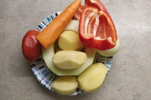 Из овощей и фруктов приготовим первое, второе и десерт.