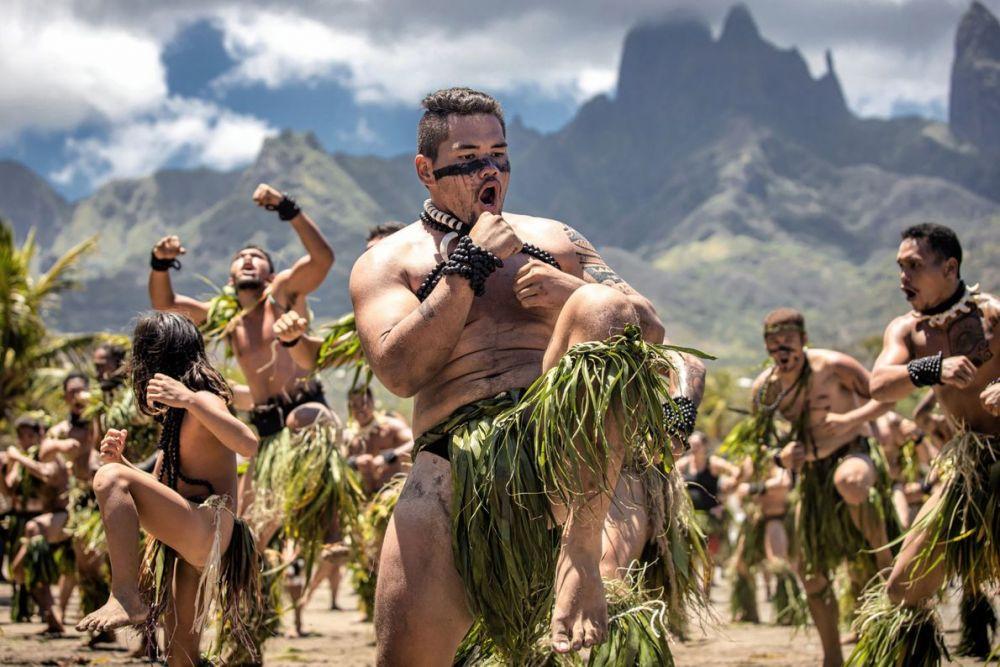 Танец хака, остров Уа-Пу, Французская Полинезия. Победитель конкурса в номинации «Люди» и обладатель Гран-при.