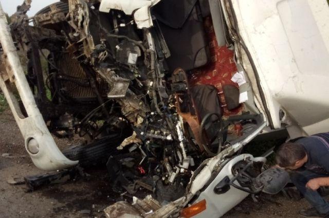 Водитель одного из автомобилей оказался зажатым в салоне.