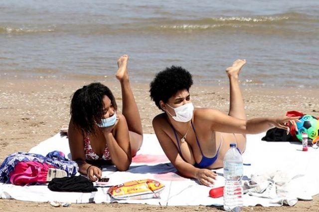 В Турции заставят носить маски на пляжах