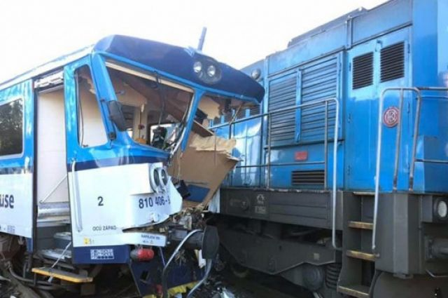 В Чехии столкнулся пассажирский поезд с техническим: есть пострадавшие