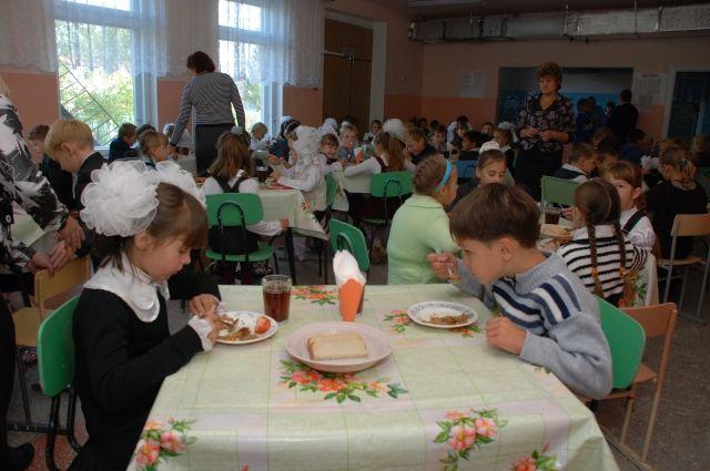 Из бюджета на питание младших школьников выделяется 629 млн рублей.